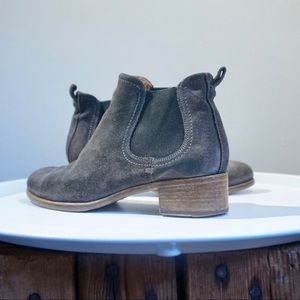 Alberto Fermani ankle Chelsea booties